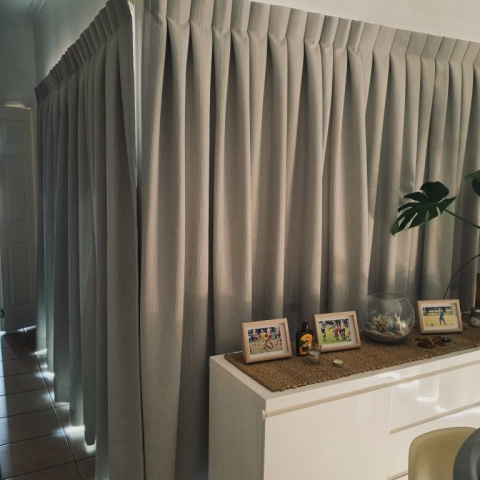 Tripleweave drapery curtains reverse pleated